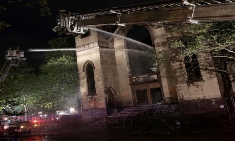 بالصور.. رويترز تنشر صور لحريق فى معبد يهودى بنيويورك