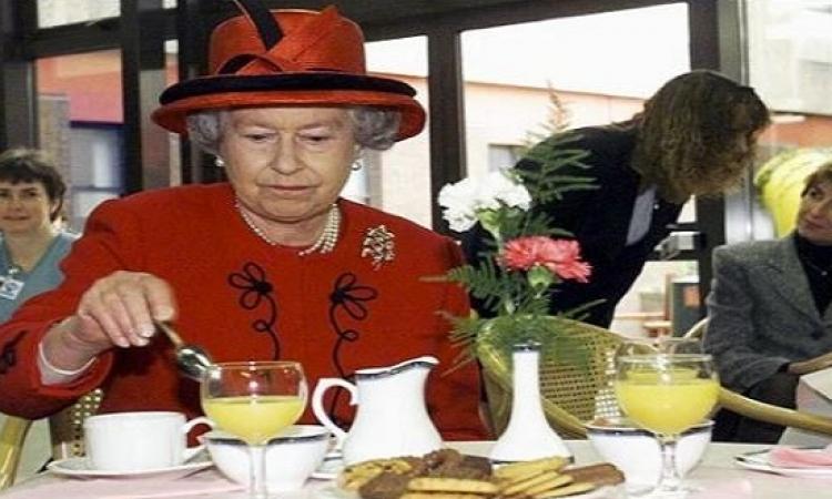 ماذا تأكل الملكة إليزابيث الثانية يوميًا للحفاظ على صحتها ؟!