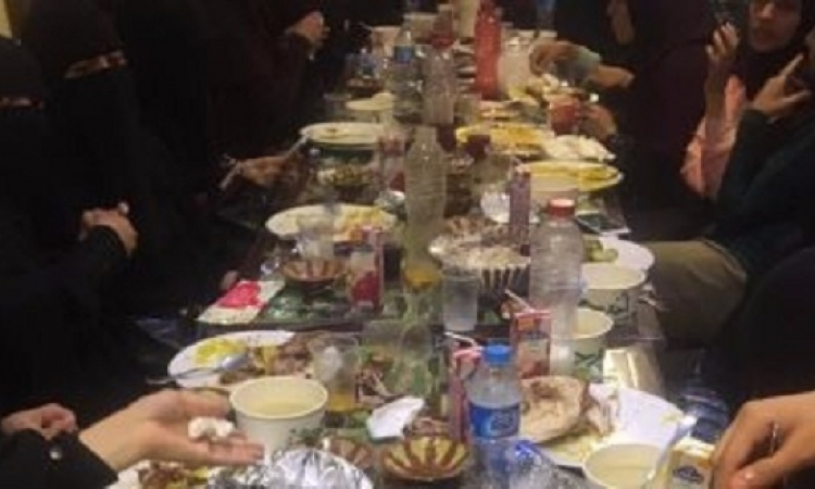 """بالفيديو.. مقطع جديد يثبت عدم تحرش مدير مطعم """"أم حسن"""" بفتيات """"النقاب"""""""