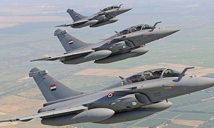 القوات الجوية تحبط محاولة اختراق للحدود الغربية وتدمر 12 سيارة محملة بالأسلحة