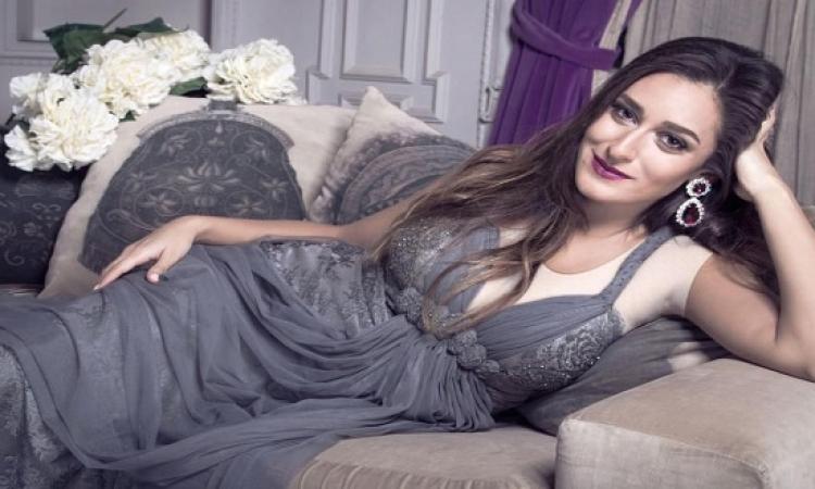 بالصور .. أحمد عز بصحبة أمينة خليل في حمام سباحة