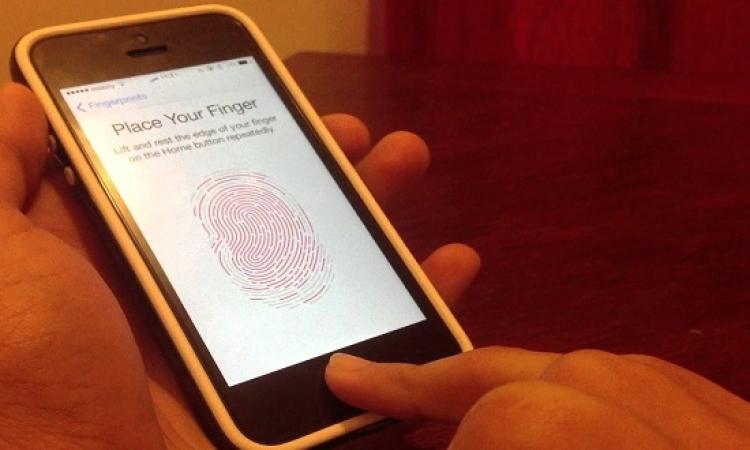 مستخدمو آيفون يستدعون الشرطة عن طريق بصمة الإصبع