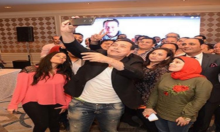 """بالفيديو.. حكيم يطلق أغنيته الجديدة """"على وضعك"""" فى احتفالية بالقاهرة"""