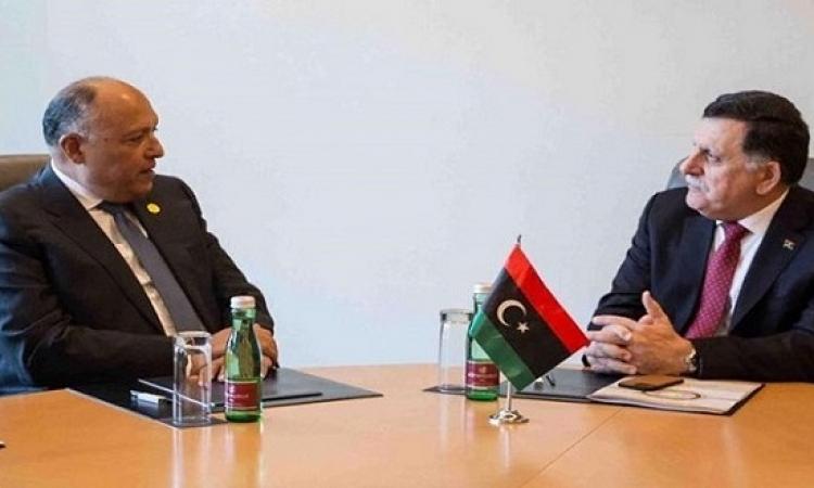 شكرى يلتقى بالسراج وسلامة .. ويرحب ببيان باريس بشأن التسوية الليبية