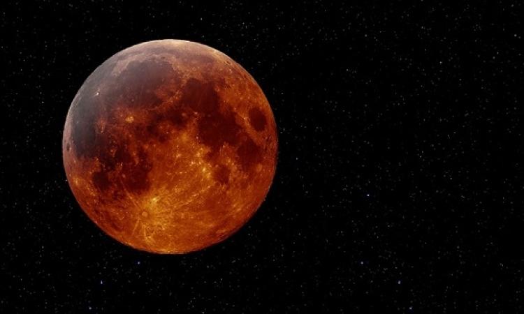 """""""قمر دموى"""" وخسوف جزئى فى ليلة استثنائية بالعالم العربى"""