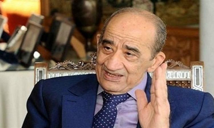 وصول جثمان المفكر الكبير على السمان لمطار القاهرة قادماً من باريس