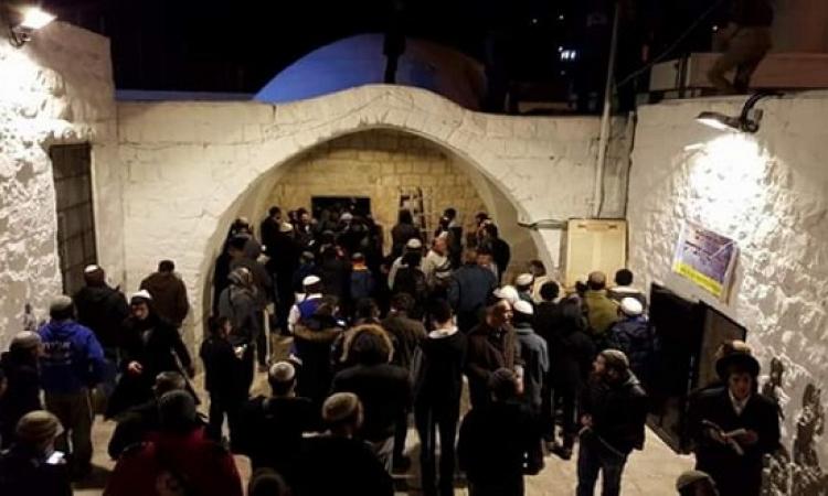 مئات المستوطنين اليهود يقتحمون قبر يوسف بنابلس بحجة أداء طقوس دينية