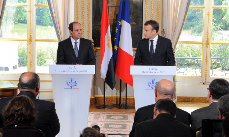 السيسى يتلقى اتصالا هاتفيا من الرئيس الفرنسى