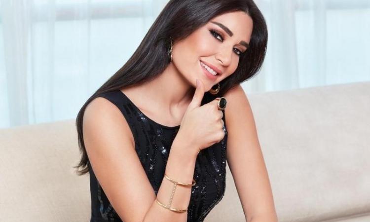 بالصور.. سيرين عبد النور فى رسالة رومانسية لزوجها: أحبك للأبد