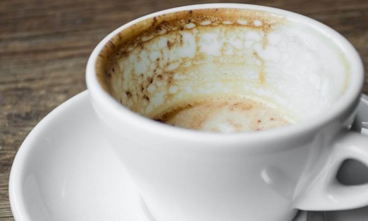 تعرفى على كيفية إزالة البقع عن فناجين القهوة بدون كيماويات