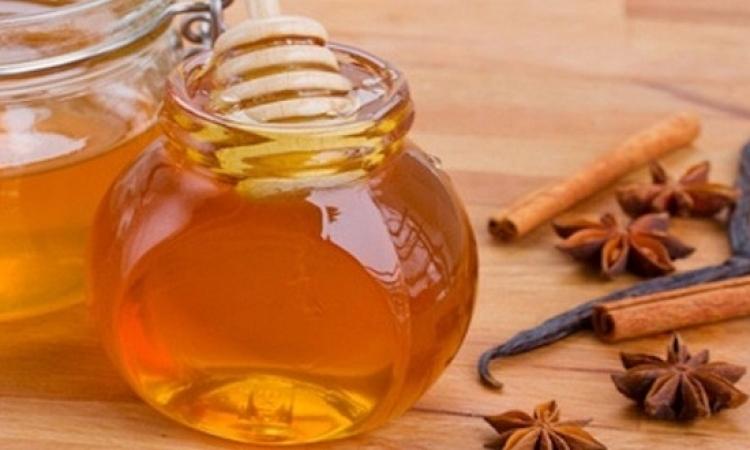 القرفة والعسل للتخلص من حبوب الوجه