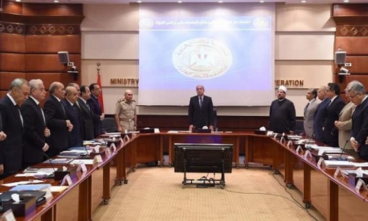 مجلس الوزراء يبدأ اجتماعه بالوقوف دقيقة حداد على روح شهداء الواحات