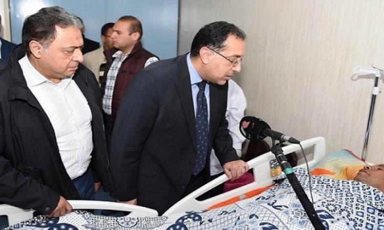 بالصور .. مدبولى وراضى يزورا مصابى حادث سيناء فى معهد ناصر