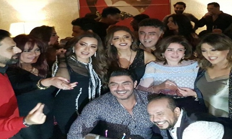 بالفيديو.. أنغام تحتفل مع أصدقائها بعيد ميلادها