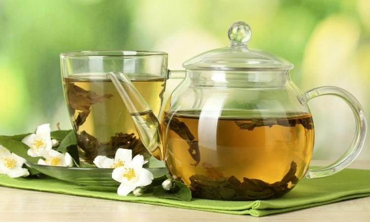الشاى الأخضر يحارب الهالات السوداء