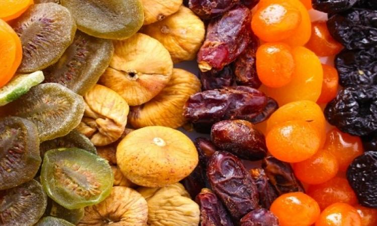 استعدادا لشهر رمضان .. طريقة إعداد الفاكهة المجففة فى المنزل