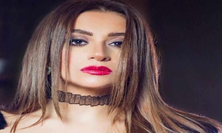بالصور.. مريم حسن فى جلسة تصوير بالأسود قبل طرح فيلم «نص جوازة»