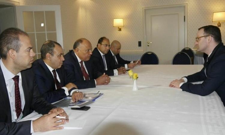 سامح شكرى يبحث مع دى ميستورا سبل دفع الحل السياسى فى سوريا