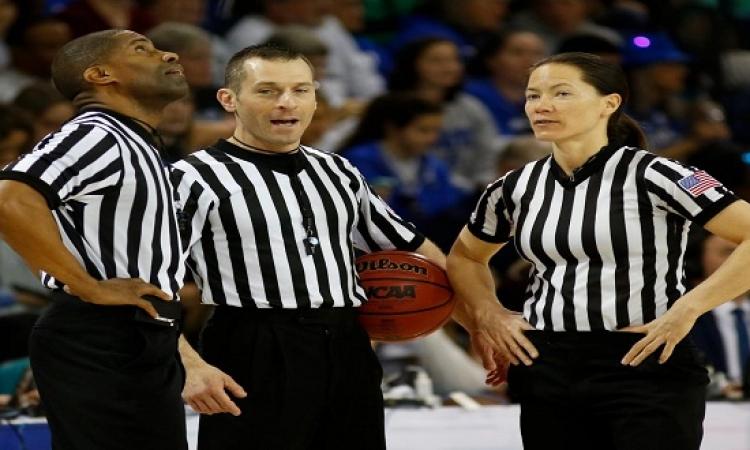 سر القميص المخطط لحكام كرة السلة