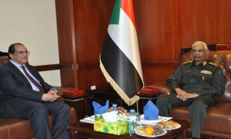 عباس كامل يؤكد أهمية التواصل الدائم مع السودان