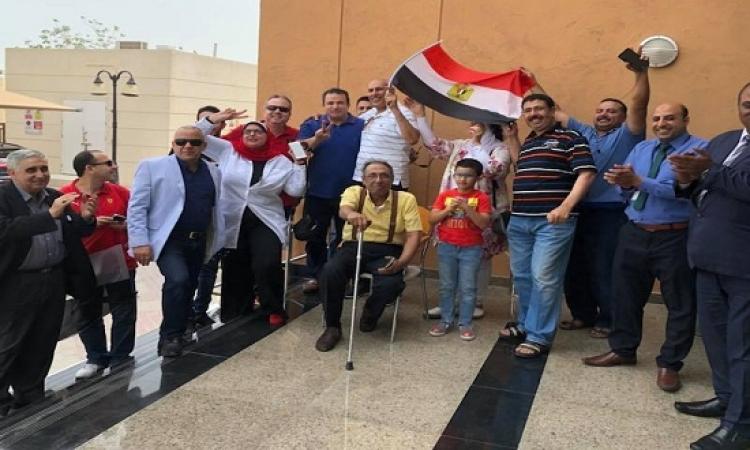 """بالفيديو .. المصريون بقطر يرددون: """"تحيا مصر""""و""""الجيش والشعب إيد واحدة"""""""