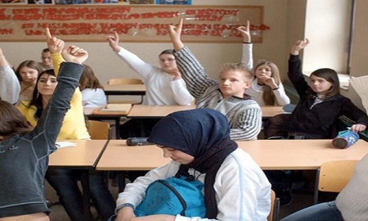 النمسا تعتزم حظر الحجاب برياض الأطفال والمدارس