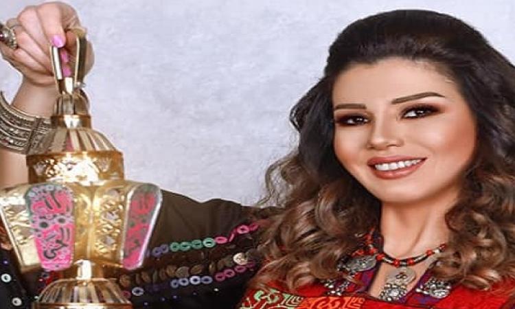 """بالصور.. رانيا فريد شوقى تستقبل رمضان بـ""""العباية"""" والفانوس بأحدث فوتوسيشن"""