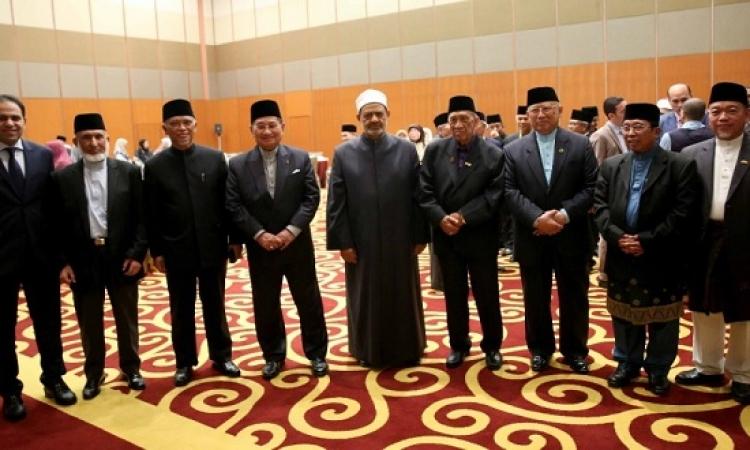 بالصور .. الطيب يلتقى قادة المؤسسات الدينية والقضائية فى سلطنة بروناي