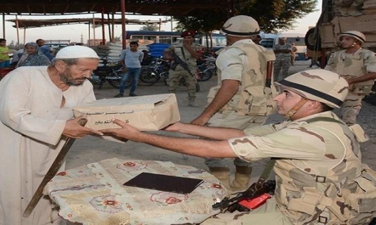 الجيش يوزع 50 ألف كرتونة مواد غذائية على أهالي شمال سيناء