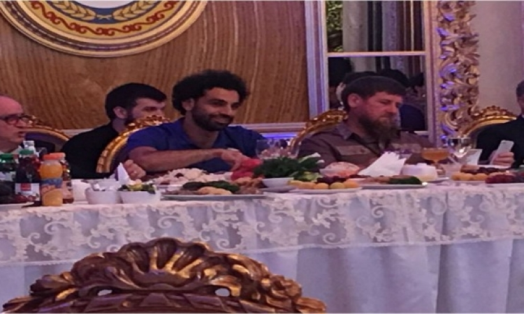 """رئيس الشيشان يقيم مأدبة عشاء لبعثة المنتخب ويمنح """"صلاح"""" حق المواطنة"""
