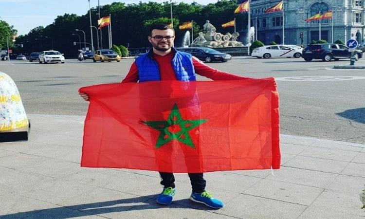بالصور .. مغربيان يقطعان 9000 كلم بالسيارة لمساندة المنتخب المغربي في المونديال