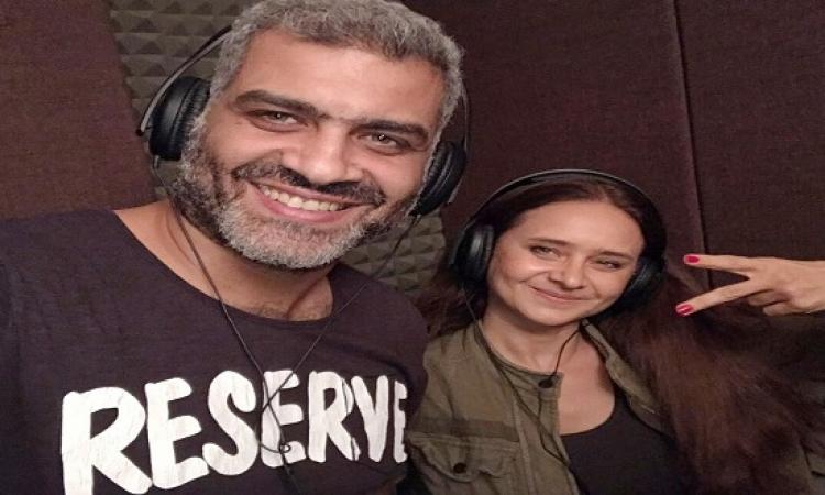 بالفيديو..نيللى كريم وهانى عادل يسجلان أغنية لتشجيع الفراعنة فى كأس العالم
