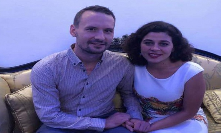 بالصور .. زواج منى هلا من شاب بأمريكا بعد إشهار إسلامه