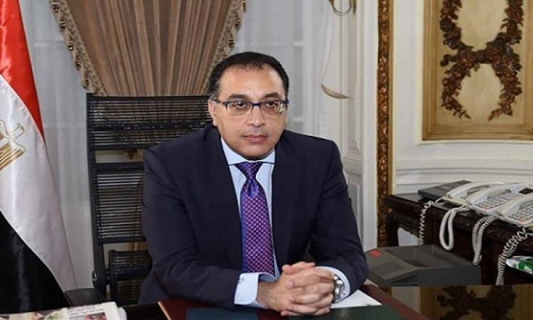 """رئيس الوزراء يتابع إجراءات تصنيع """"التابلت"""" بمصر"""