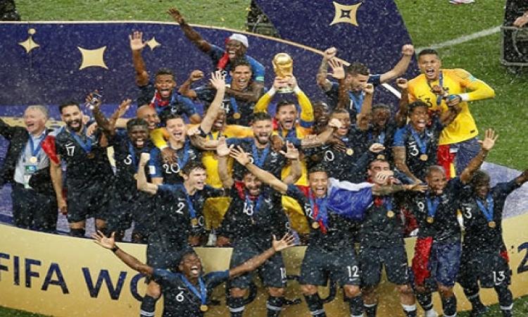 بالفيديو.. باريس تشتعل احتفالا بلقب بطل كأس العالم
