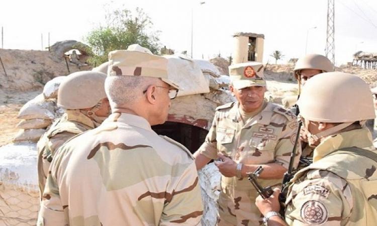 بالصور .. وزير الدفاع يتفقد قوات تأمين شمال سيناء ويشيد بالروح القتالية لأبطال القوات المسلحة والشرطة