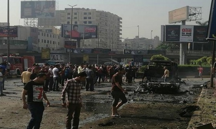 النيابة العامة تعاين آثار حريق سيارات الدقى