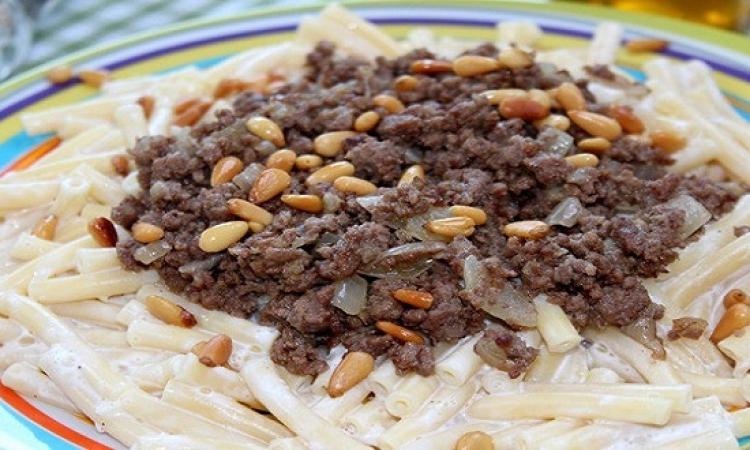 طبق اليوم .. مكرونة بالزبادى واللحم المفروم
