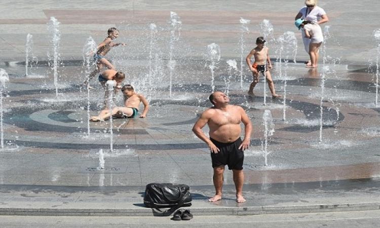 موجة حارة تجتاح أوروبا والسكان يلجأون إلى للشواطئ والمتنزهات