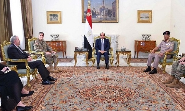 السيسى يبحث مع قائد القيادة المركزية الأمريكية التعاون العسكرى بين البلدين