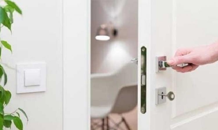 طرق تنظيف مقابض الأبواب بمكونات طبيعية