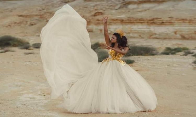 بالصور .. أسماء أبو اليزيد.. إله النور وسط الصحراء