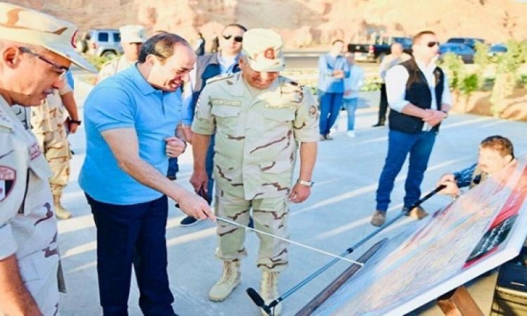 بالصور .. الرئيس السيسى يتفقد الأعمال الإنشائية لطريق النفق / شرم الشيخ