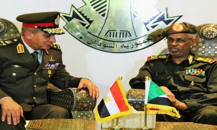وزير الدفاع يصل إلى السودان في زيارة رسمية