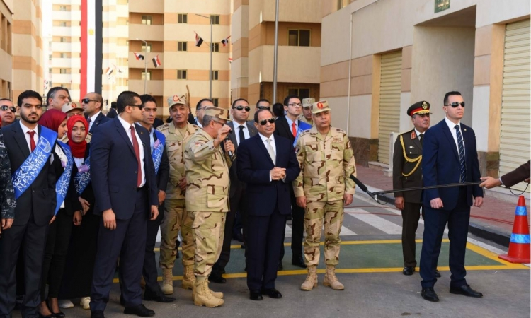 السيسي يطلب تقريرا يوميا عن إزالة مخالفات البناء بالإسكندرية