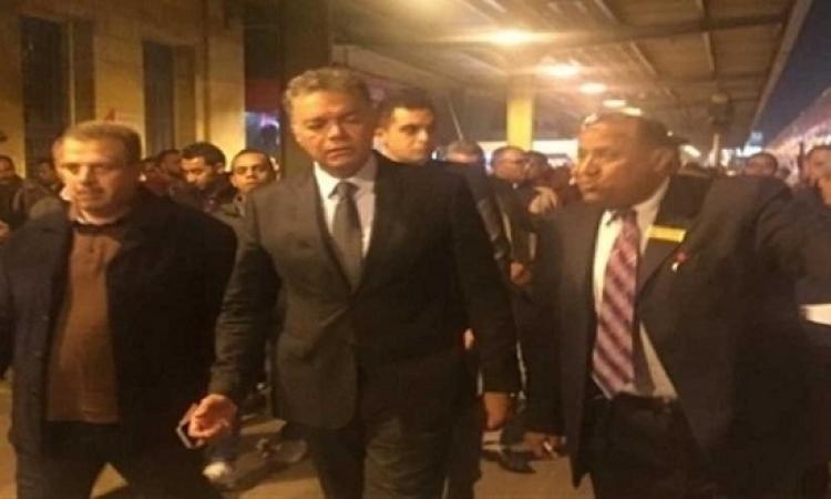 جولة تفقدية مفاجئة بعد منتصف الليل لوزير النقل بمحطة مصر برمسيس
