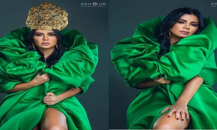 بالصور .. بعد البطانة والهوت شورت الأصفر.. رانيا يوسف بفستان أخضر أكثر إثارة