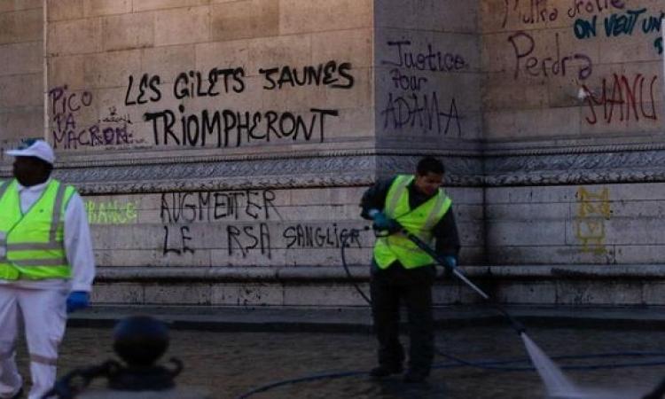 طلاب المدارس الثانوية يتظاهرون بشوارع باريس