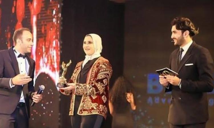 """بالصور .. تكريم المصممة هدى بنمليح في مهرجان """"الشرق الاوسط للموضة"""" بالقاهرة"""