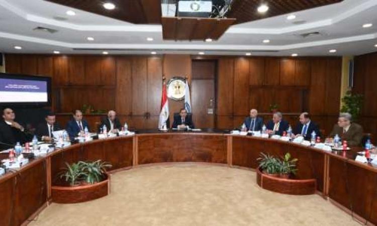 مصر تخطط لإنشاء موانئ تموين للغاز في المتوسط